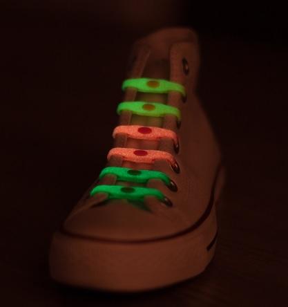 Shoeps - silikonové tkaničky - svítící ve tmě (NOVINKA - glow in the dark, originální tkaničky, které se nešněrují, mix barev)